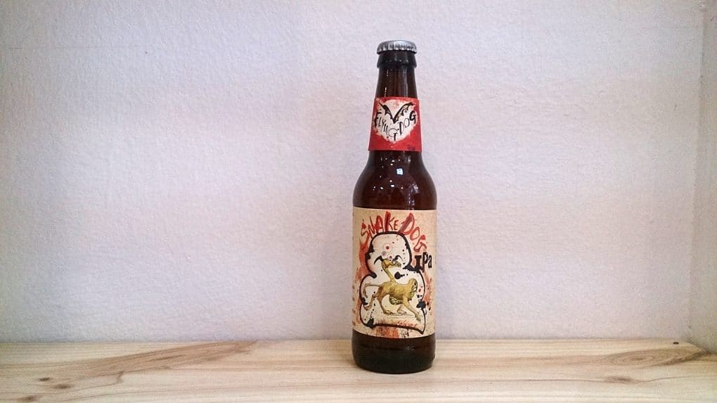 Botella de Cerveza Snake Dog IPA de Flying Dog Brewery