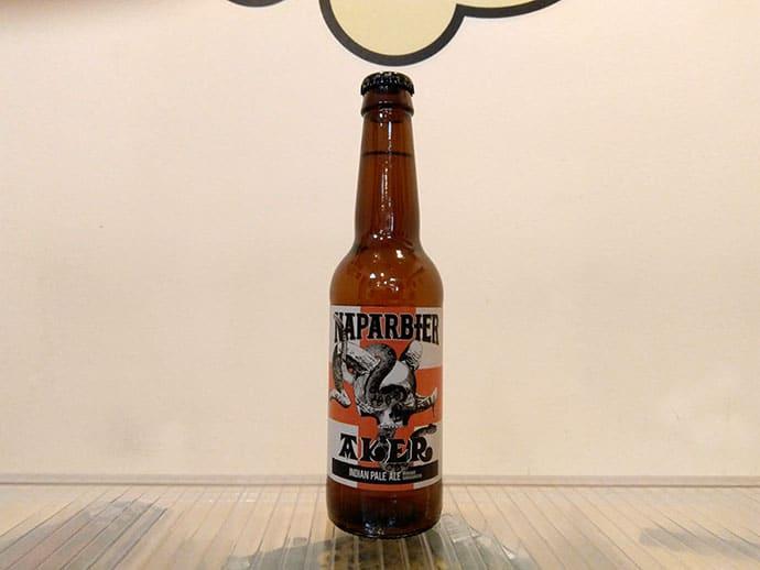 Botella de Cerveza navarra Naparbier Aker