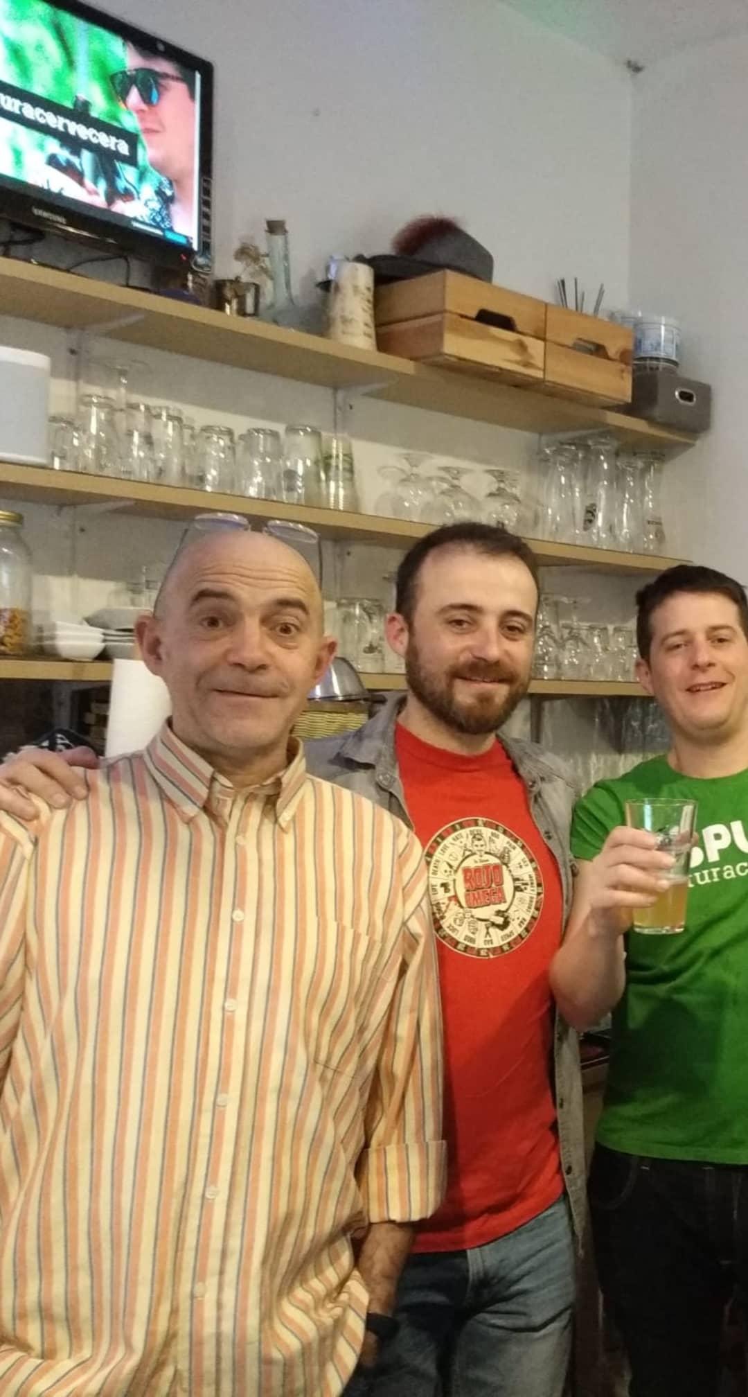 Los Muñoz en la despedida de ESPUMA - Tienda de Cervezas de Calidad