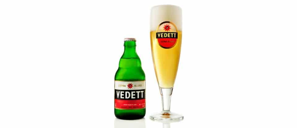 Cerveza con copa de Vedett Extra Blond